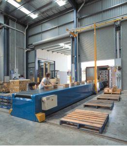 Телескопический конвейер для штучных грузов и коробок 2