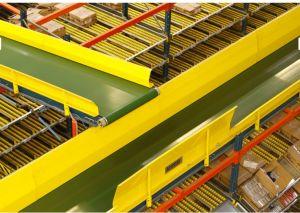 Интеграция полочных гравитационных стеллажей с конвейером