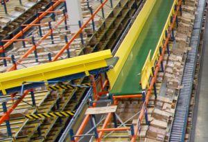 Интеграция гравитационных полочных стеллажей с конвейером