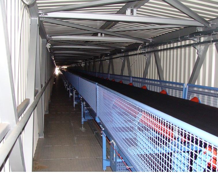 Grooved belt conveyor for bulk materials