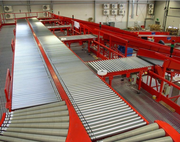 Roller conveyor for pallets and boxes